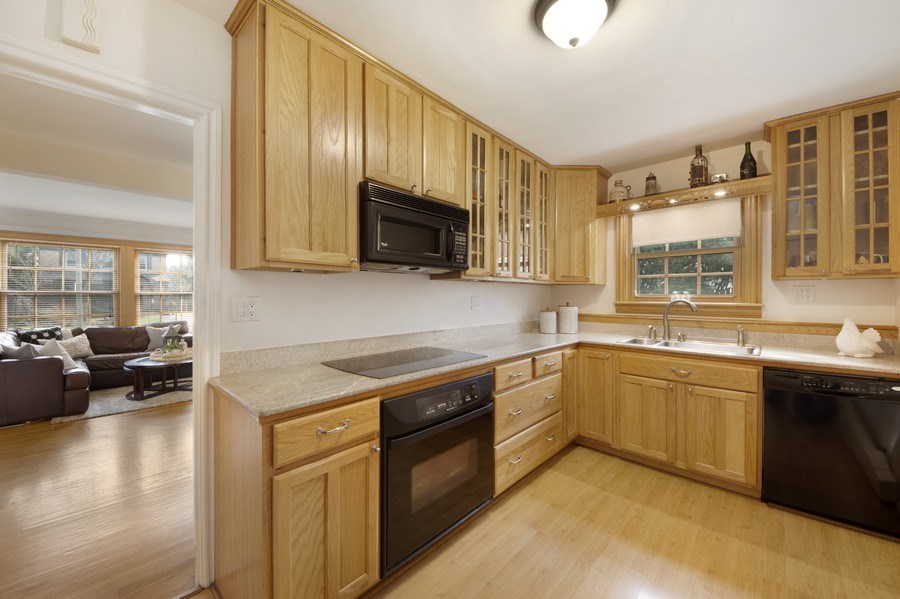 Real Estate Photography - 408 S. Carlyle Place, Arlington Heights, IL, 60004 - Kitchen / Living Room