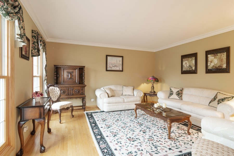 Real Estate Photography - 418 S Cleveland Ave, Arlington Heights, IL, 60005 - Living Room