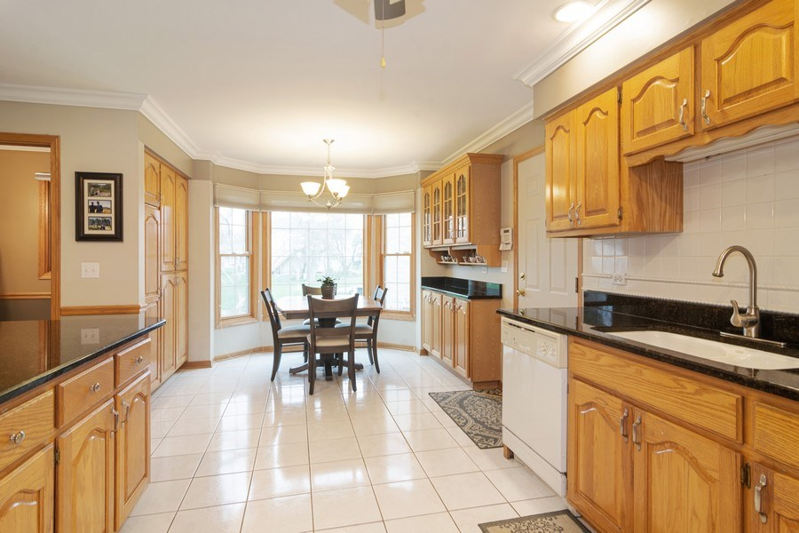 Real Estate Photography - 418 S Cleveland Ave, Arlington Heights, IL, 60005 - Kitchen