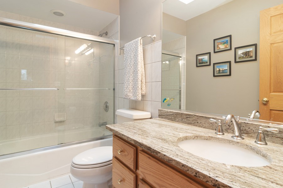 Real Estate Photography - 418 S Cleveland Ave, Arlington Heights, IL, 60005 - Bathroom