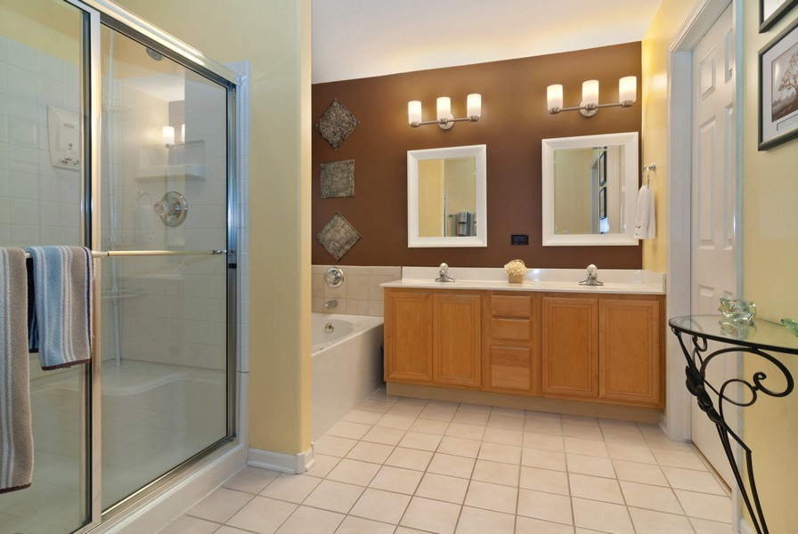Real Estate Photography - 2473 Golf Trail Ct, Aurora, IL, 60506 - Master Bathroom