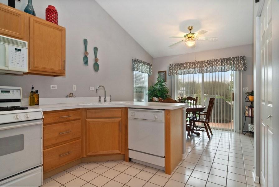Real Estate Photography - 2473 Golf Trail Ct, Aurora, IL, 60506 - Kitchen / Breakfast Room