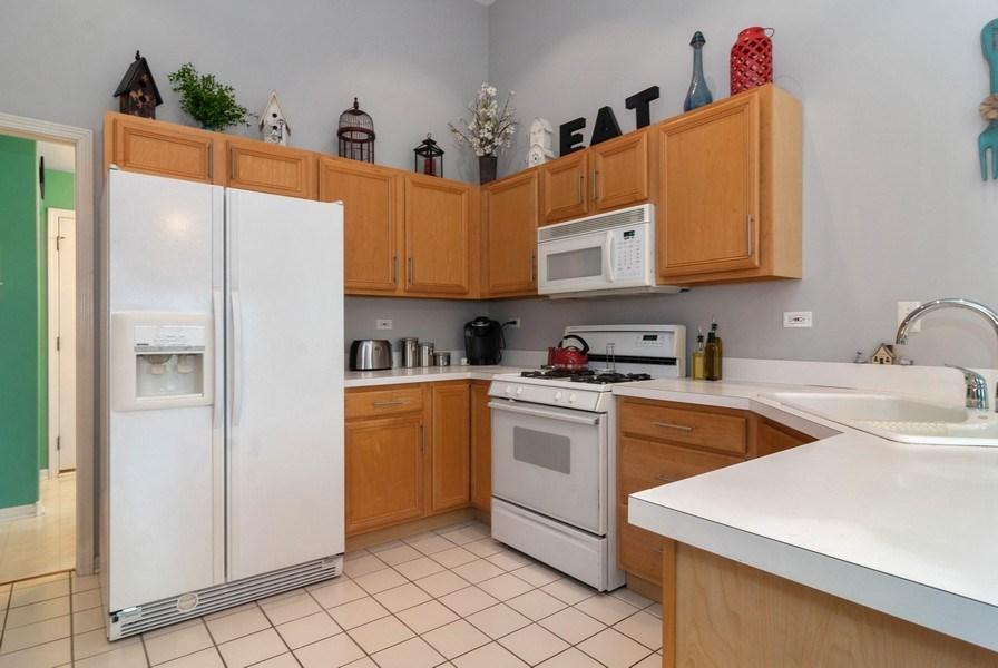 Real Estate Photography - 2473 Golf Trail Ct, Aurora, IL, 60506 - Kitchen