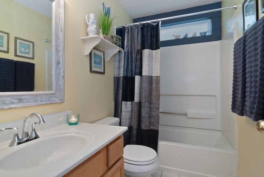 Real Estate Photography - 2473 Golf Trail Ct, Aurora, IL, 60506 - 2nd Bathroom