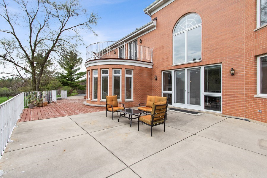 Real Estate Photography - 309 Dundee Road, Barrington, IL, 60010 - Deck