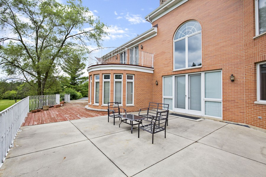 Real Estate Photography - 309 Dundee Road, Barrington, IL, 60010 - Patio / Deck
