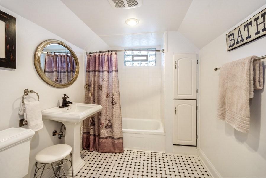 Real Estate Photography - 305 N Plum Grove Road, Palatine, IL, 60067 - 2nd Bathroom