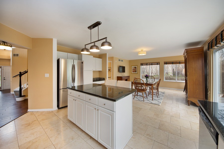 Real Estate Photography - 1320 Mayfair Ln, Grayslake, IL, 60030 - Kitchen / Breakfast Room