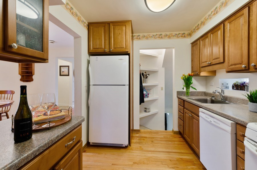 Real Estate Photography - 745 S. Mitchell Ave., Arlington Heights, IL, 60005 - Kitchen