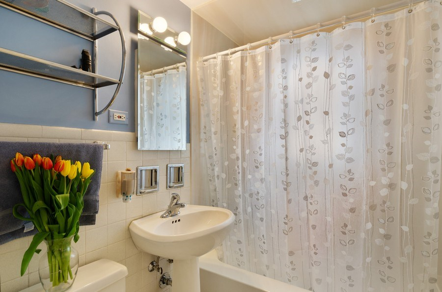 Real Estate Photography - 745 S. Mitchell Ave., Arlington Heights, IL, 60005 - Second Floor Bathroom