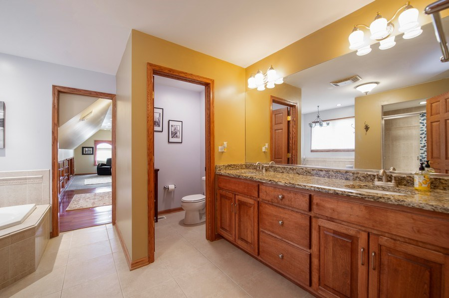 Real Estate Photography - 912 S. Chatham Ave, Elmhurst, IL, 60126 - Master Bathroom
