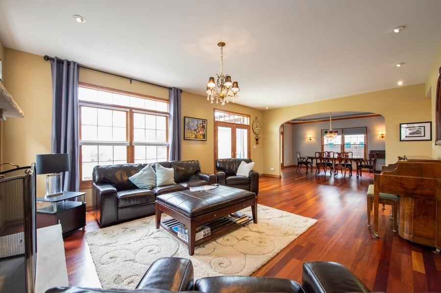 Real Estate Photography - 912 S. Chatham Ave, Elmhurst, IL, 60126 - Family Room