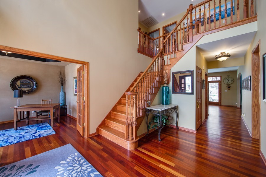 Real Estate Photography - 912 S. Chatham Ave, Elmhurst, IL, 60126 - Foyer