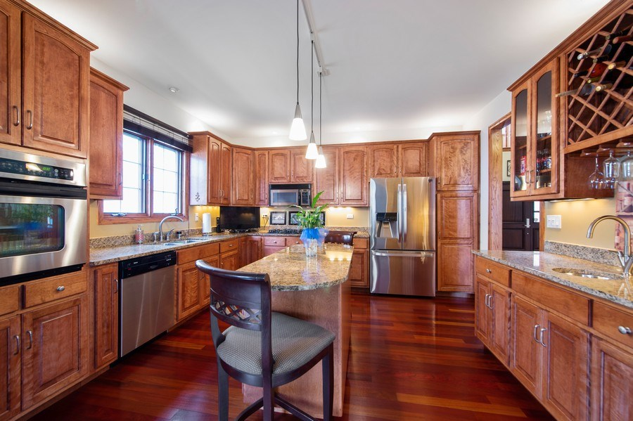Real Estate Photography - 912 S. Chatham Ave, Elmhurst, IL, 60126 - Kitchen