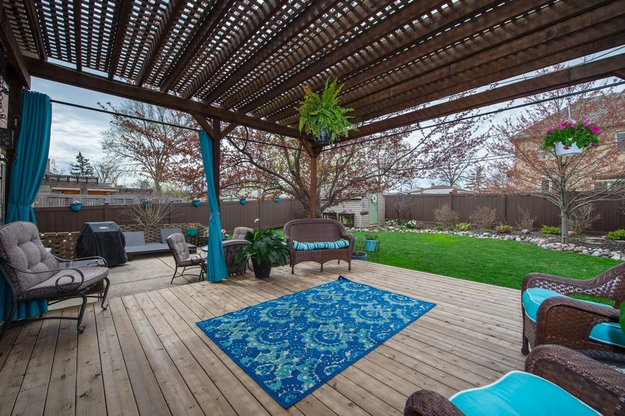Real Estate Photography - 912 S. Chatham Ave, Elmhurst, IL, 60126 - Deck