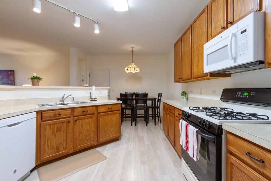 Real Estate Photography - 4268 Savoy Ln, McHenry, IL, 60050 - Kitchen
