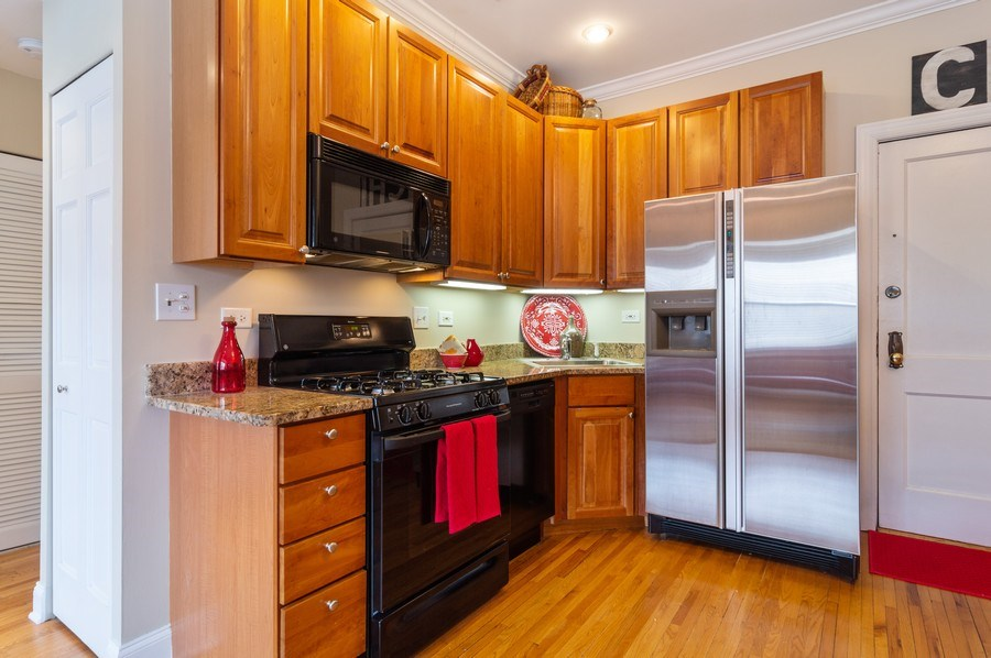 Real Estate Photography - 1344 West Irving Park Rd, 2N, Chicago, IL, 60613 - Kitchen