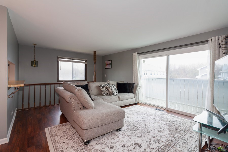 Real Estate Photography - 2s771 Winchester Circle East, #4, Warrenville, IL, 60555 - Living Room