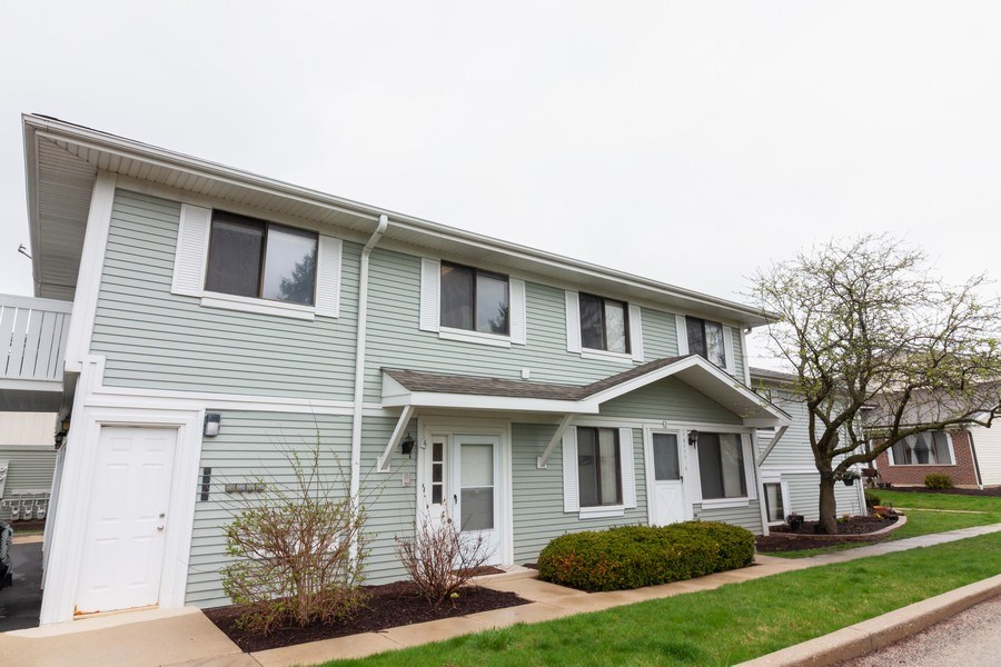 Real Estate Photography - 2s771 Winchester Circle East, #4, Warrenville, IL, 60555 - Front View