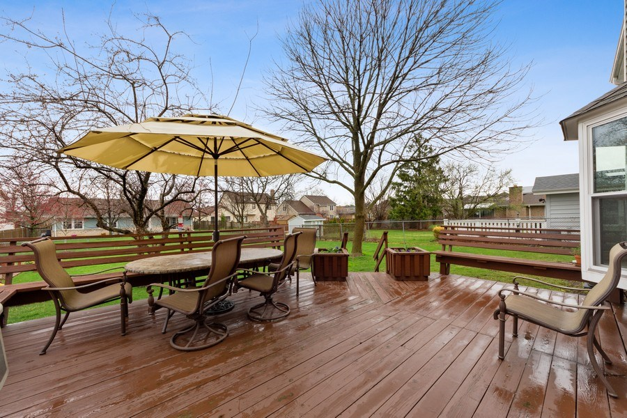 Real Estate Photography - 610 E Independence, Arlington Heights, IL, 60005 - Deck