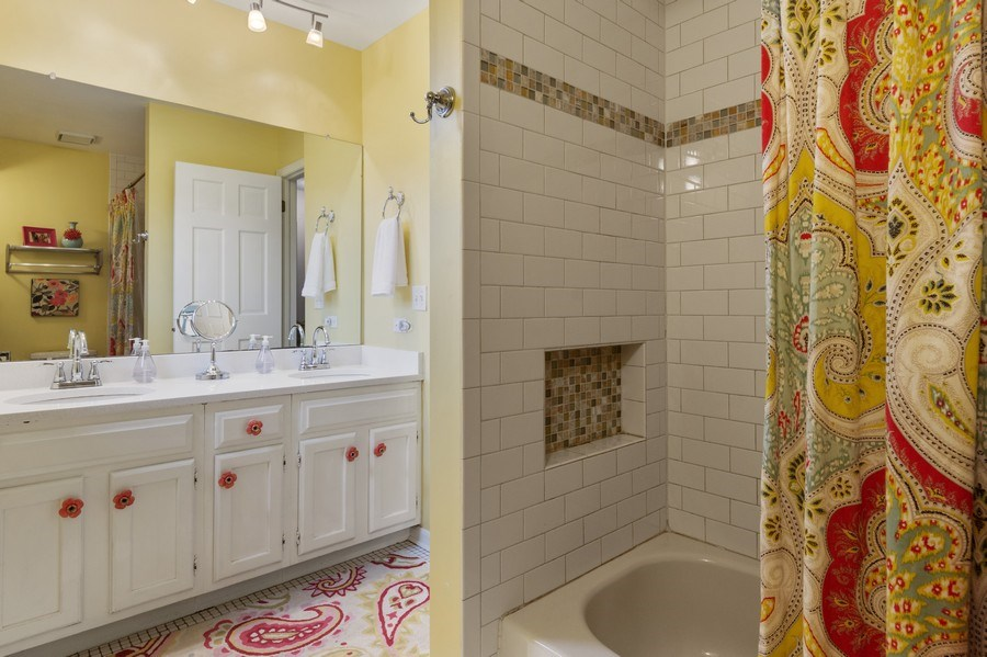 Real Estate Photography - 610 E Independence, Arlington Heights, IL, 60005 - 2nd Bathroom