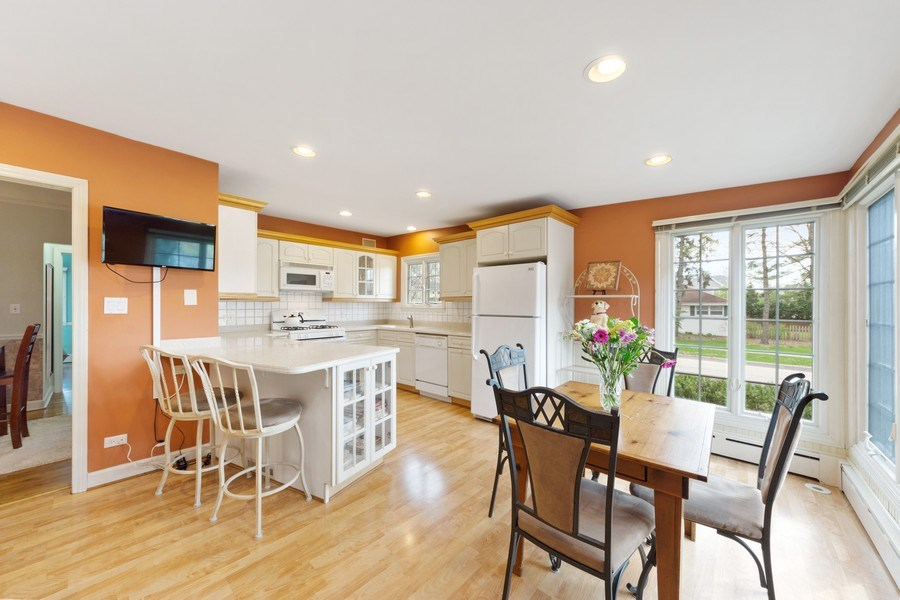 Real Estate Photography - 1105 W Campbell, Arlington Heights, IL, 60004 - Kitchen / Breakfast Room