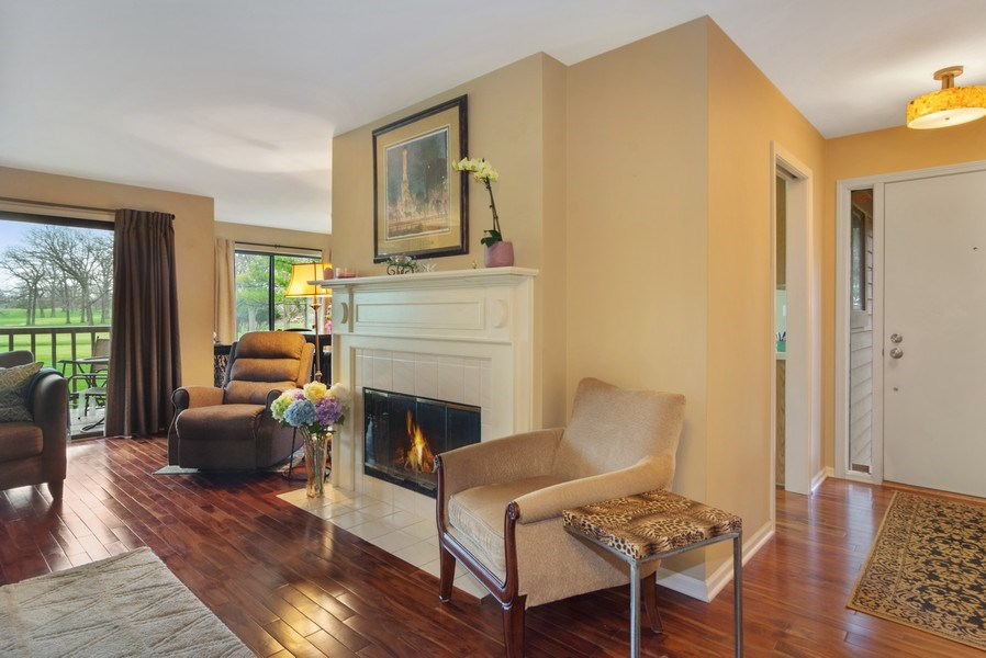 Real Estate Photography - 55 Waterview ct., Lake Barrington, IL, 60010 - Foyer/Living Room