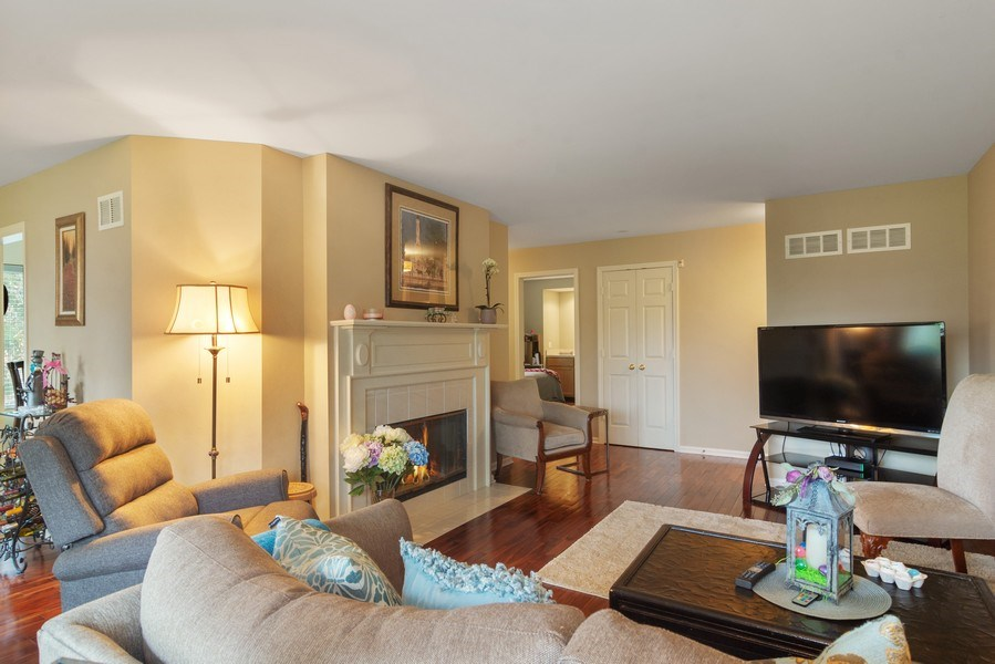 Real Estate Photography - 55 Waterview ct., Lake Barrington, IL, 60010 - Living Room