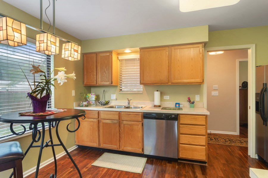 Real Estate Photography - 55 Waterview ct., Lake Barrington, IL, 60010 - Kitchen