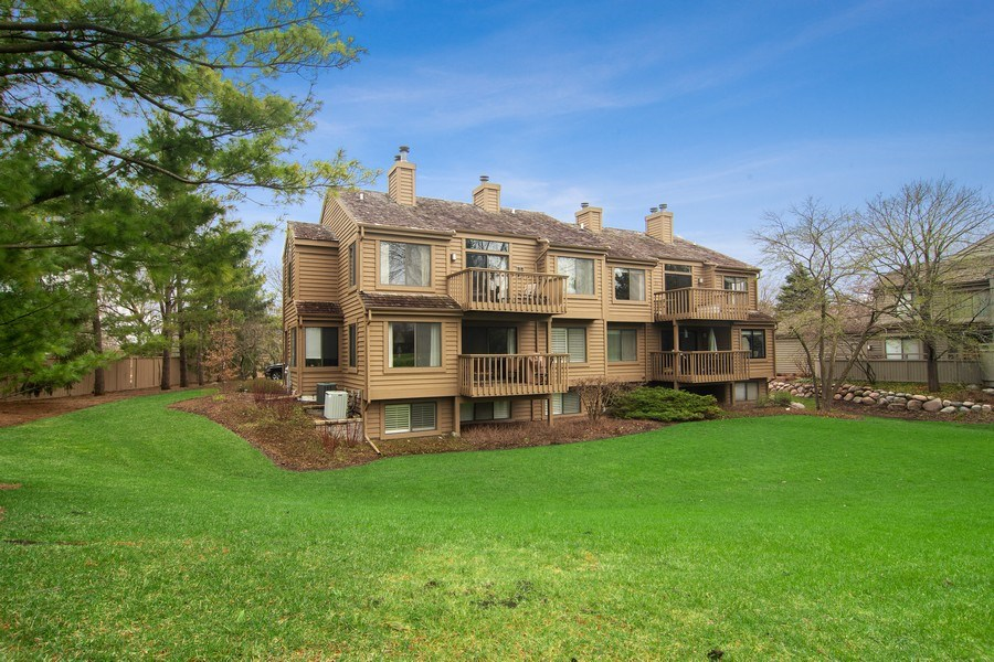 Real Estate Photography - 55 Waterview ct., Lake Barrington, IL, 60010 - Rear View