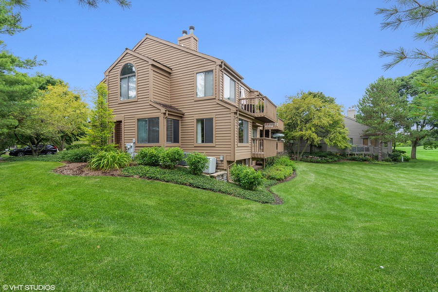Real Estate Photography - 55 Waterview ct., Lake Barrington, IL, 60010 - Side View