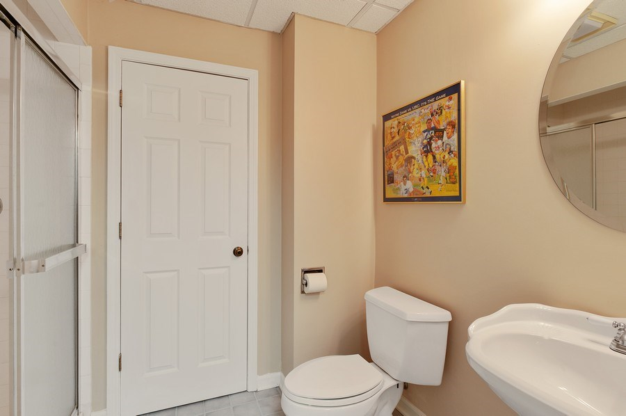 Real Estate Photography - 209 Northampton Lane, Lincolnshire, IL, 60069 - 3rd Bathroom