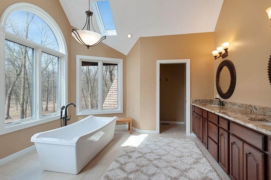 Real Estate Photography - 209 Northampton Lane, Lincolnshire, IL, 60069 - Master Bathroom