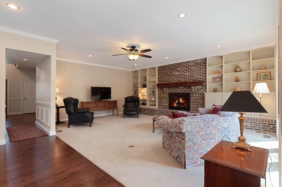 Real Estate Photography - 209 Northampton Lane, Lincolnshire, IL, 60069 - Family Room