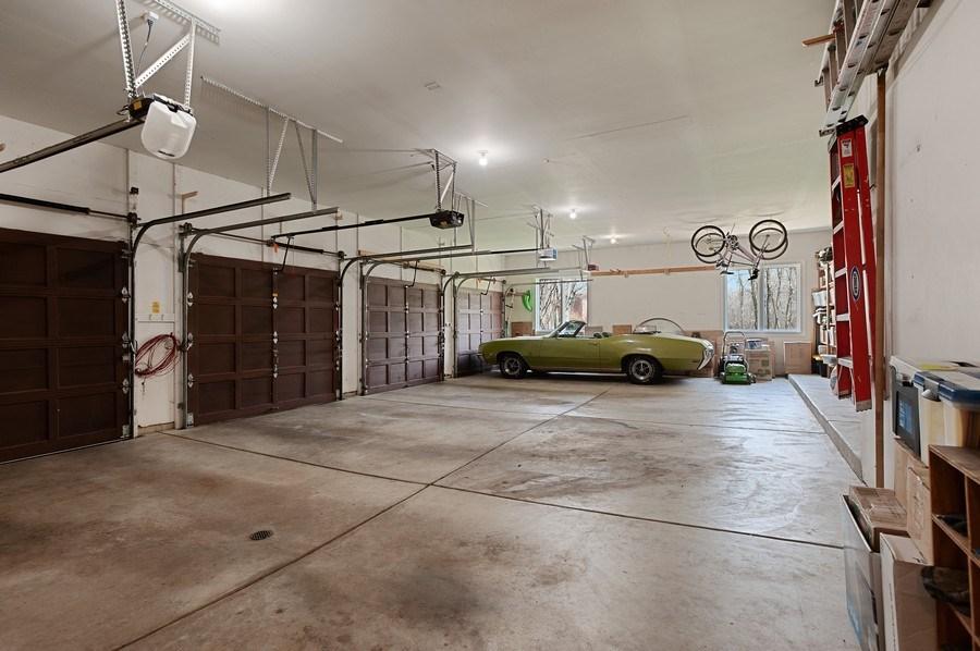 Real Estate Photography - 209 Northampton Lane, Lincolnshire, IL, 60069 - Garage