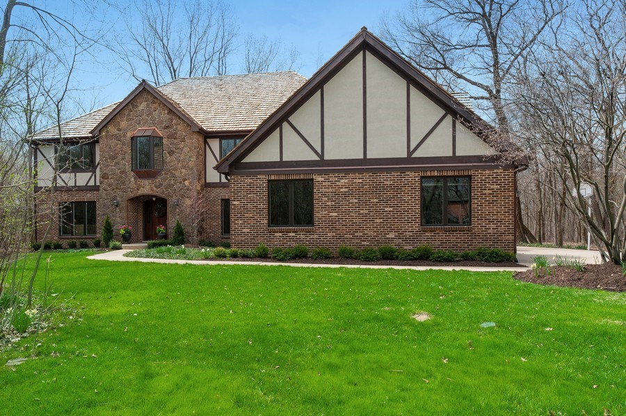 Real Estate Photography - 209 Northampton Lane, Lincolnshire, IL, 60069 - Front View