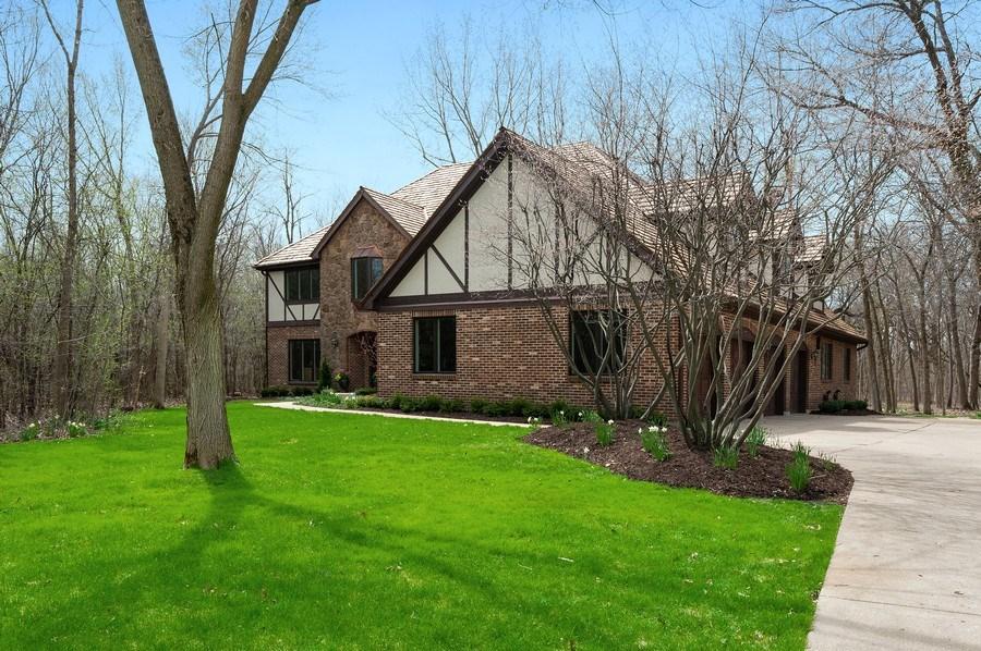 Real Estate Photography - 209 Northampton Lane, Lincolnshire, IL, 60069 - Side View