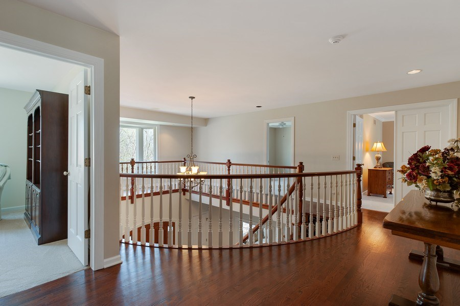 Real Estate Photography - 209 Northampton Lane, Lincolnshire, IL, 60069 - Hallway