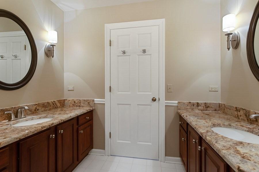 Real Estate Photography - 209 Northampton Lane, Lincolnshire, IL, 60069 - Bathroom