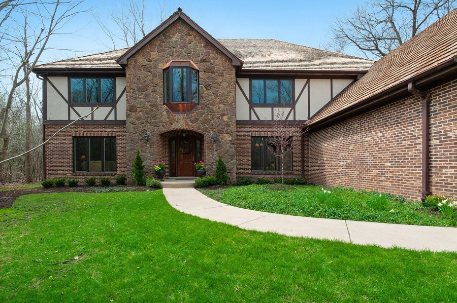 Real Estate Photography - 209 Northampton Lane, Lincolnshire, IL, 60069 - Entryway