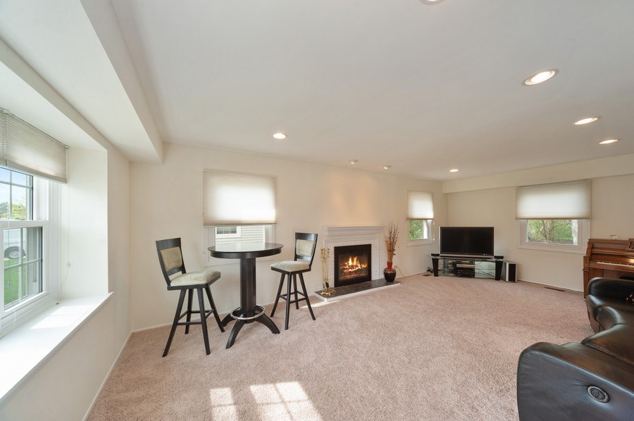 Real Estate Photography - 631 Indian Spring Lane, Buffalo Grove, IL, 60089 - Living Room