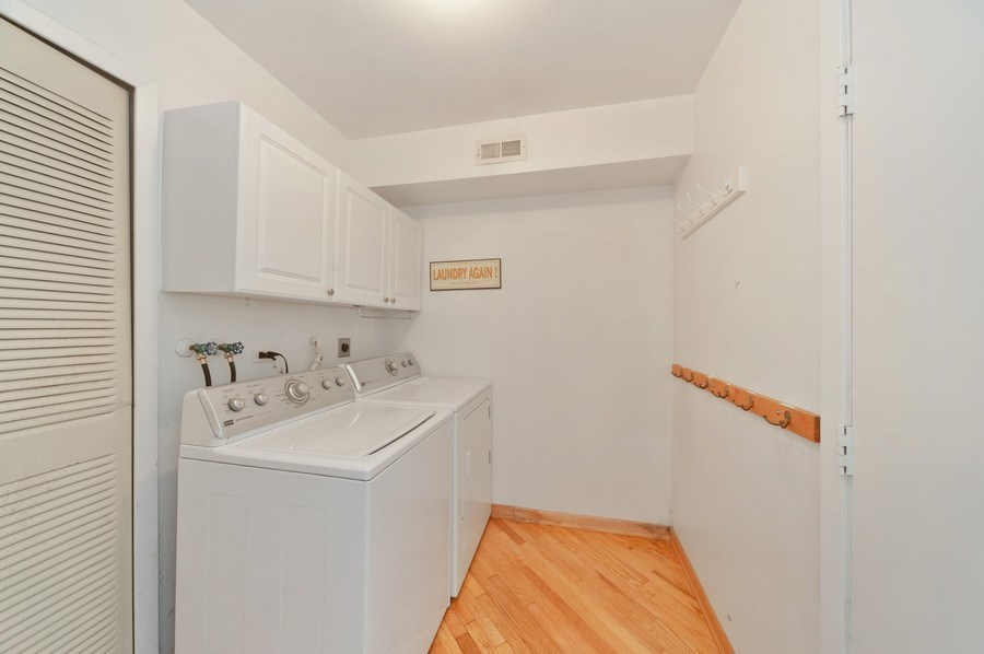 Real Estate Photography - 631 Indian Spring Lane, Buffalo Grove, IL, 60089 - Laundry Room/Mud Room