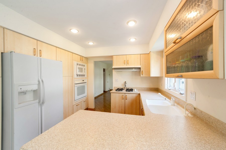 Real Estate Photography - 631 Indian Spring Lane, Buffalo Grove, IL, 60089 - Kitchen