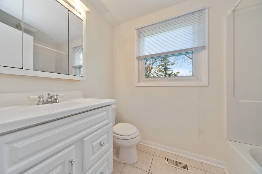 Real Estate Photography - 631 Indian Spring Lane, Buffalo Grove, IL, 60089 - Upstairs Bathroom
