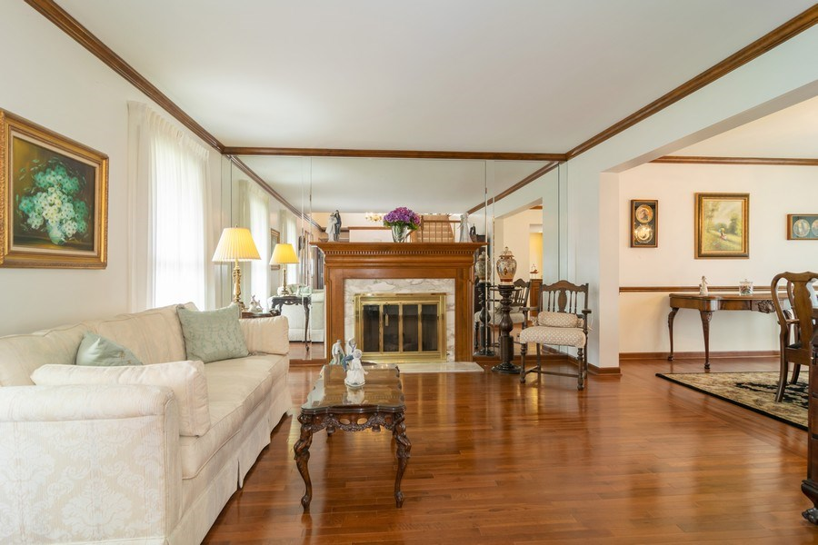 Real Estate Photography - 419 W. Whitehall Dr, Arlington Heights, IL, 60004 - Living Room