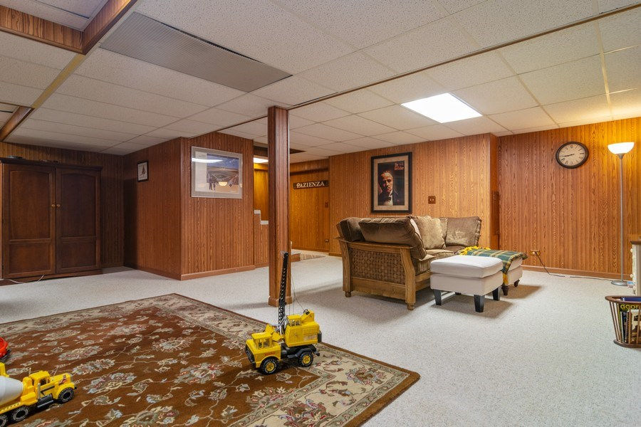Real Estate Photography - 419 W. Whitehall Dr, Arlington Heights, IL, 60004 - Recreational Area