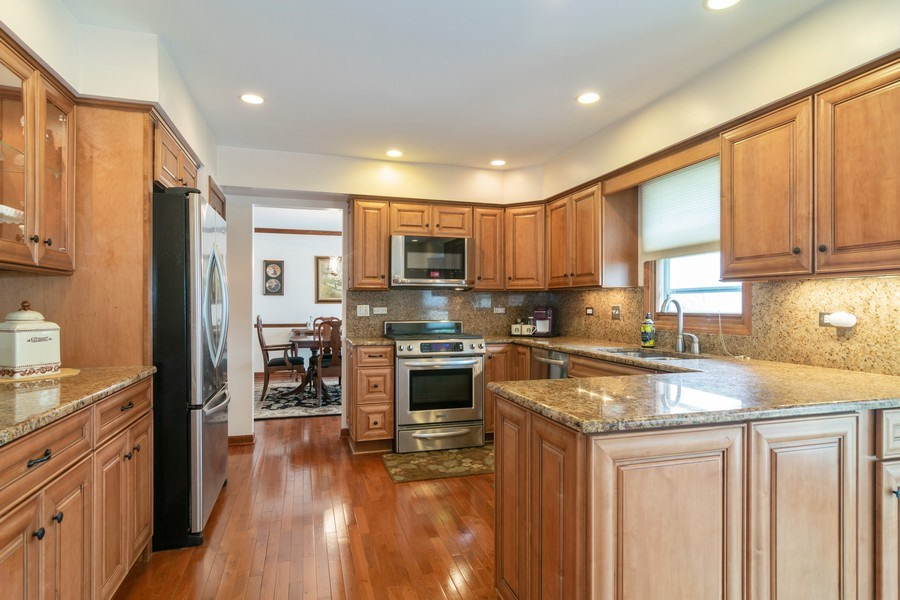 Real Estate Photography - 419 W. Whitehall Dr, Arlington Heights, IL, 60004 - Kitchen
