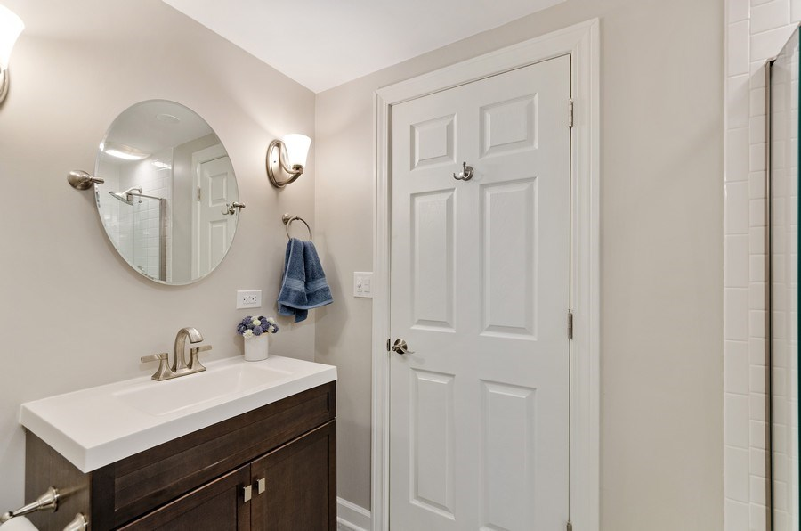 Real Estate Photography - 1680 Primrose lane, Glenview, IL, 60026 - Bathroom