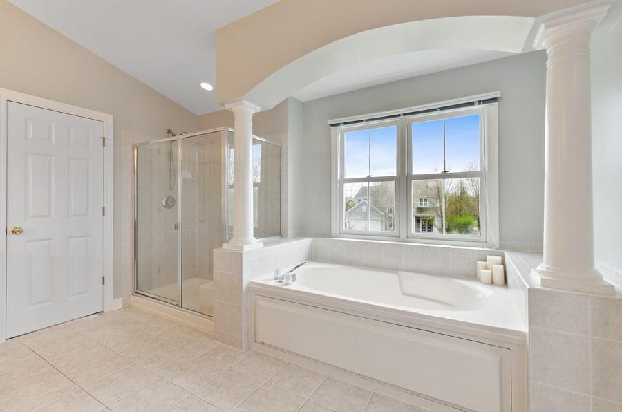 Real Estate Photography - 1680 Primrose lane, Glenview, IL, 60026 - Master Bathroom