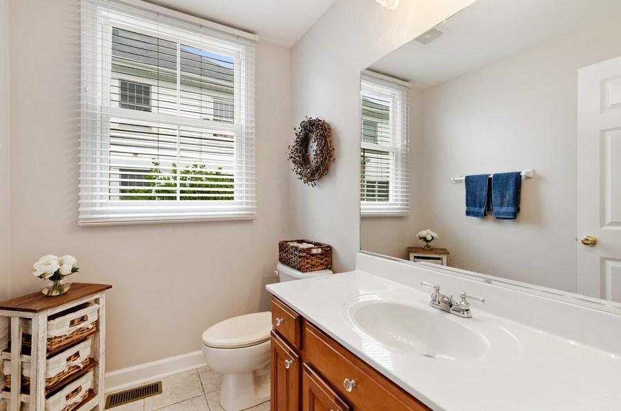 Real Estate Photography - 1680 Primrose lane, Glenview, IL, 60026 - Powder Room